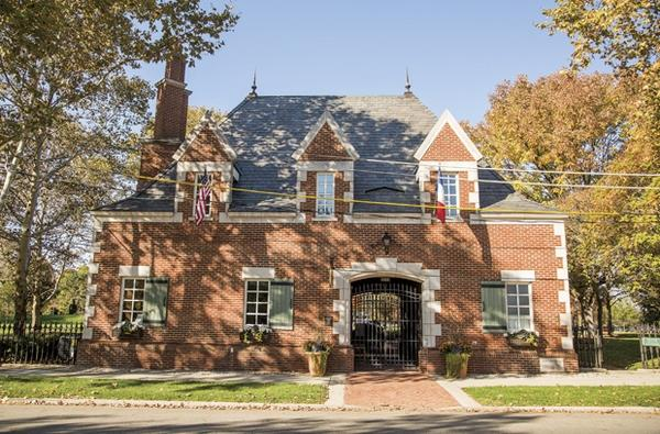 Topiary-park-gate-house-Columbus-Ohio
