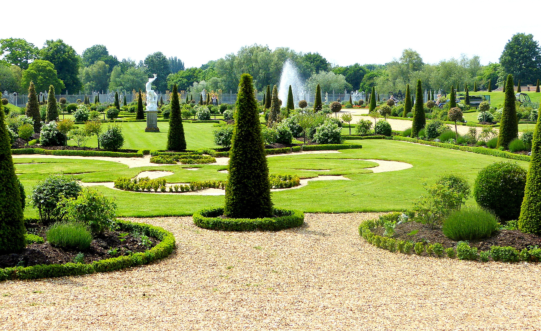 Verdant landscaping surrounds Hampton Court Palac