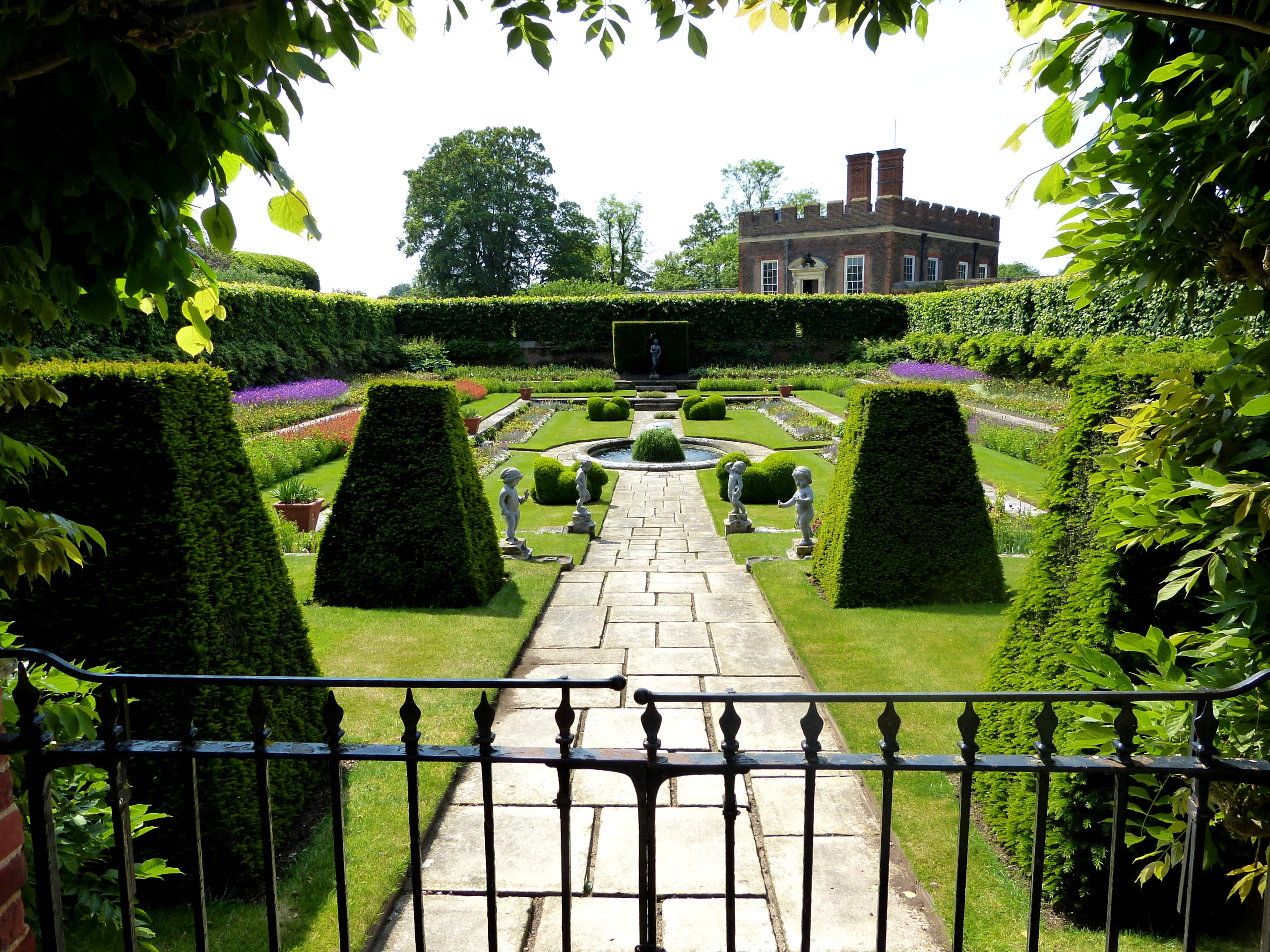 Pond Garden at Hampton Court Palace was once the site for fish farming ly a sit fora fish-farming pond